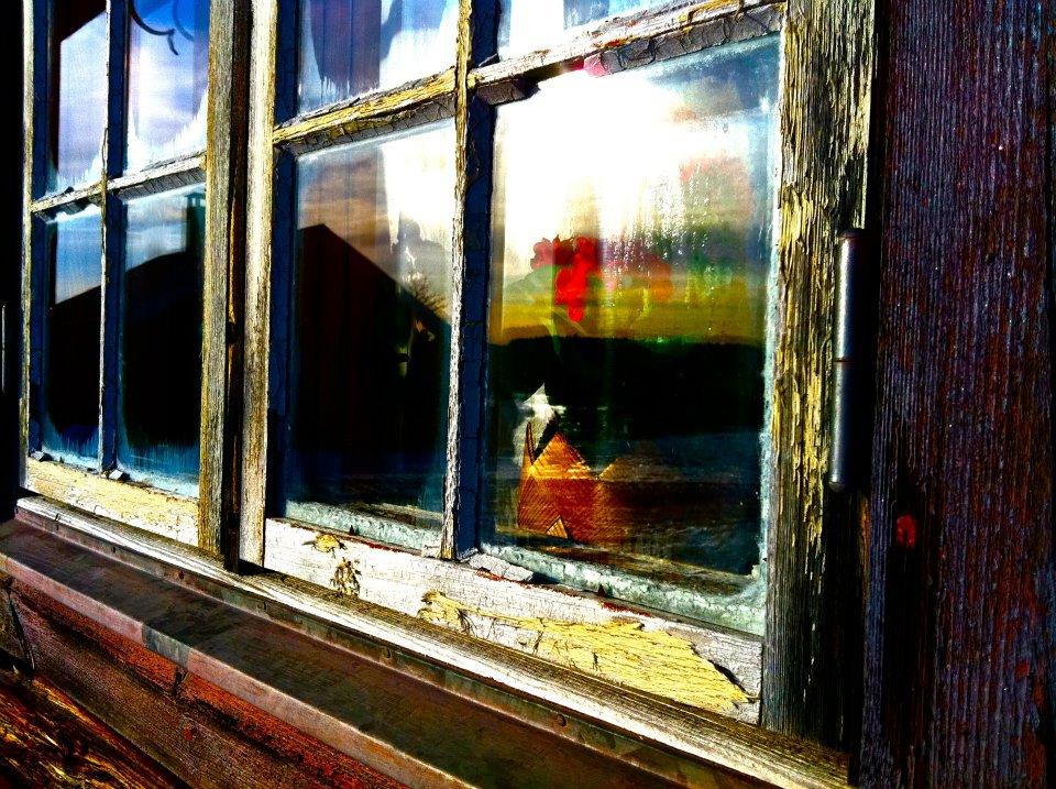 Fönster på timmerhus