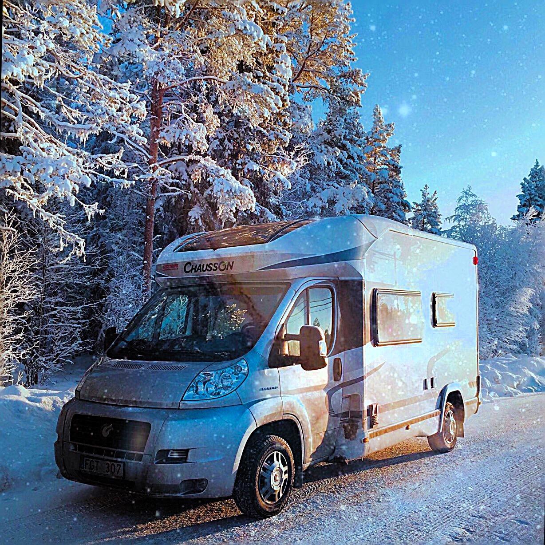 Husbil i vinternatt