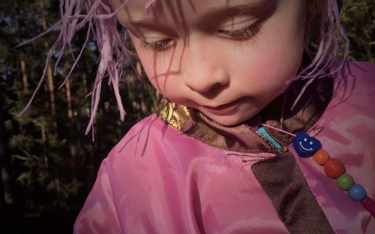 Barnskådespelare i Tyresta Nationalpark.