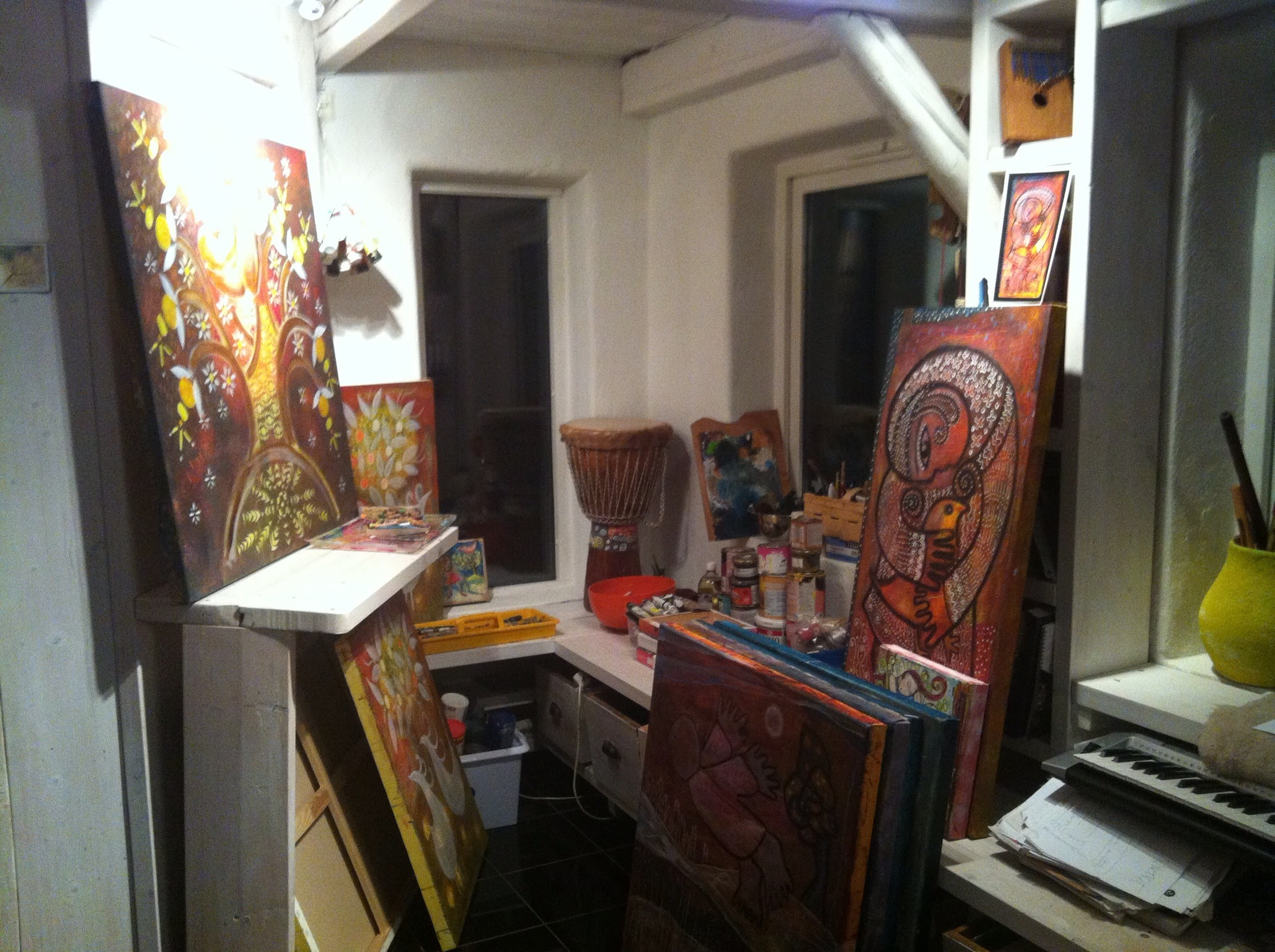 Natt i ateljehusets verkstad.