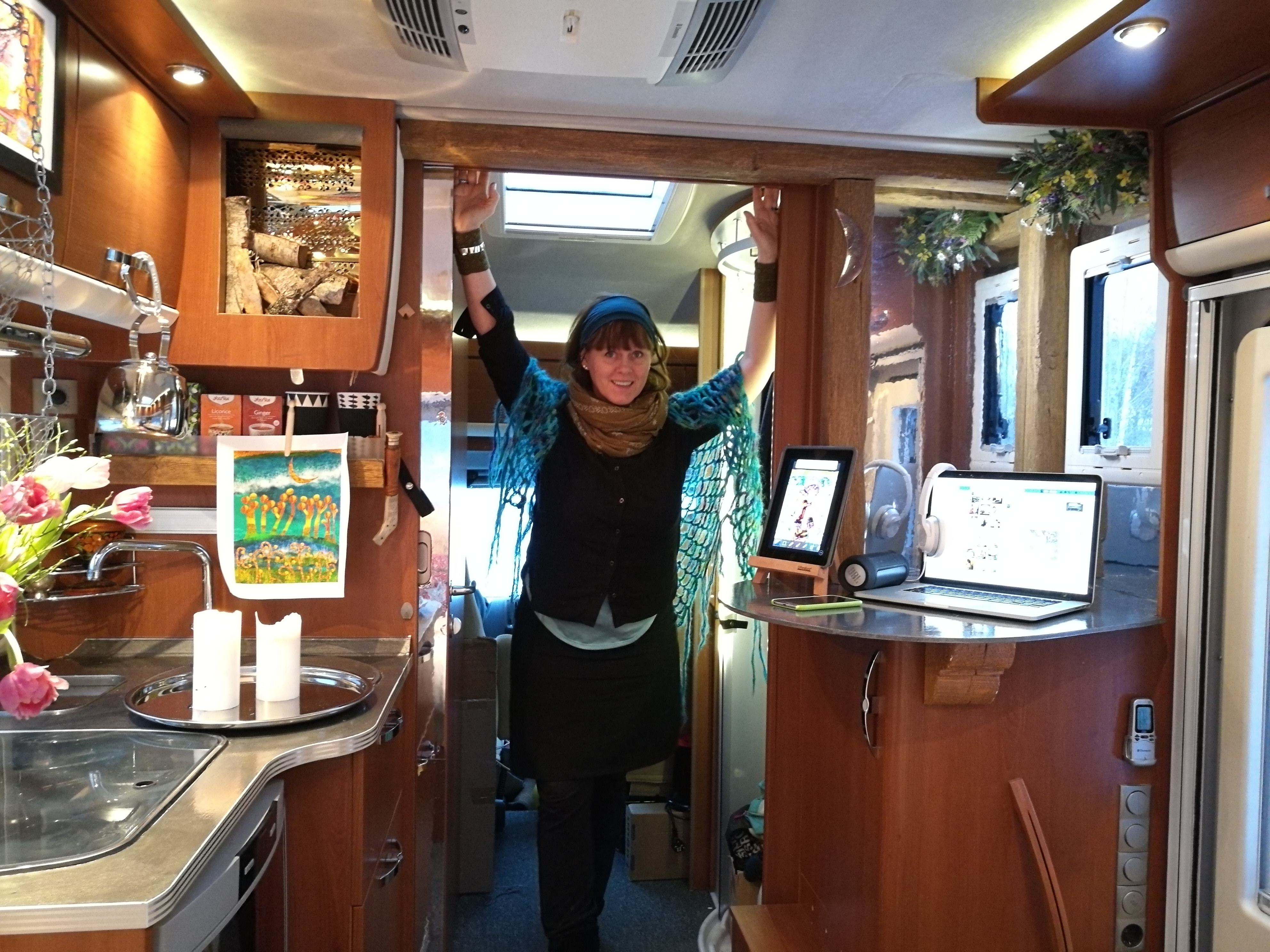 Malin Skinnar utvecklar husbilen till ett mobilt kontor och rullande kulturhus