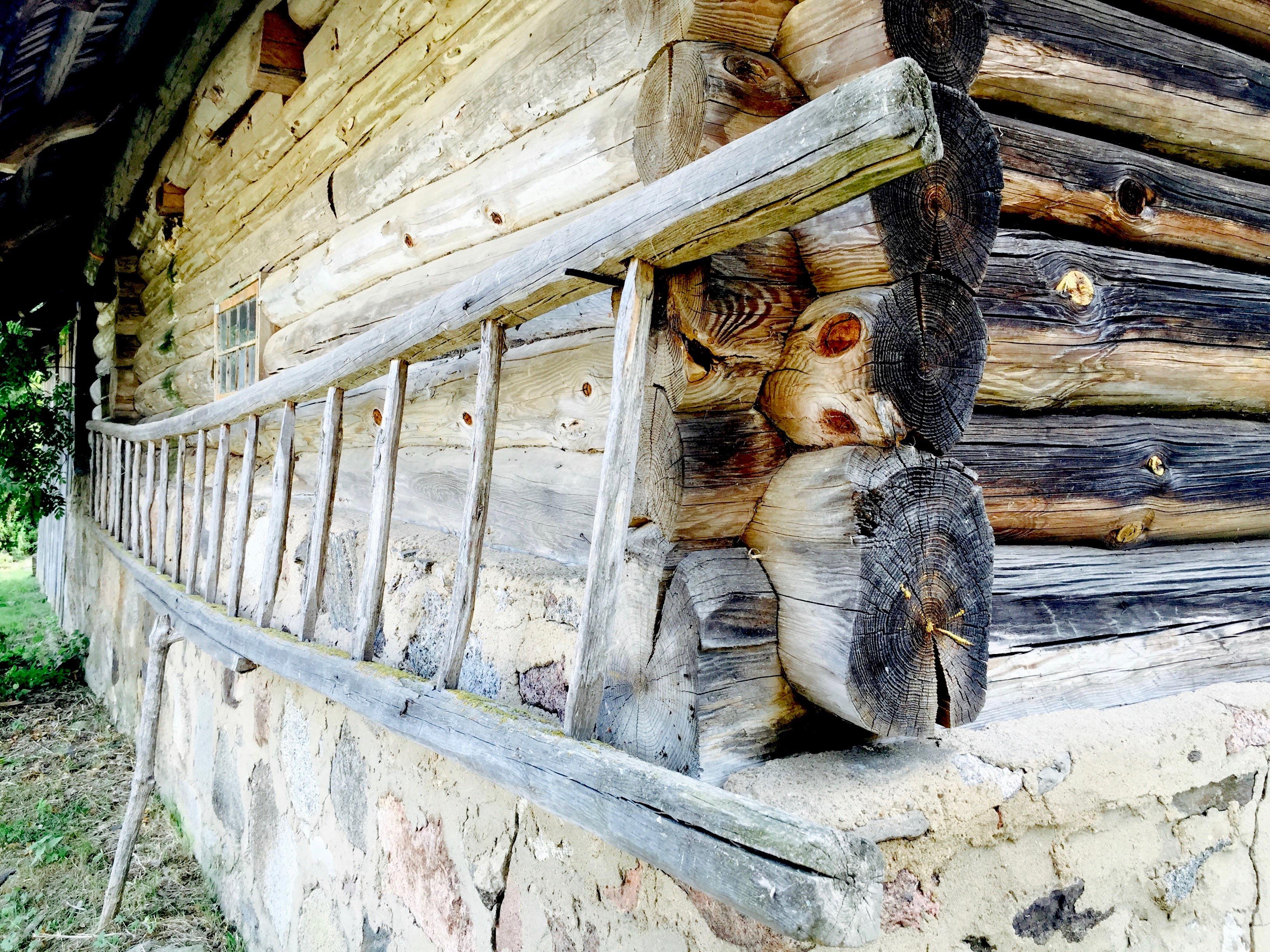 Det är många som sköter om dina gamla trähus i Estland