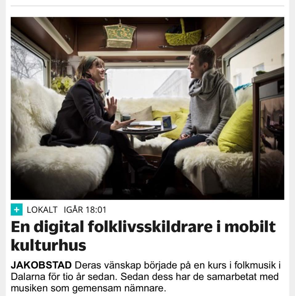 Digital folklivsskildrare Malin Skinnar ocg Desiree Saarela i Världens Minsta Kulturhus