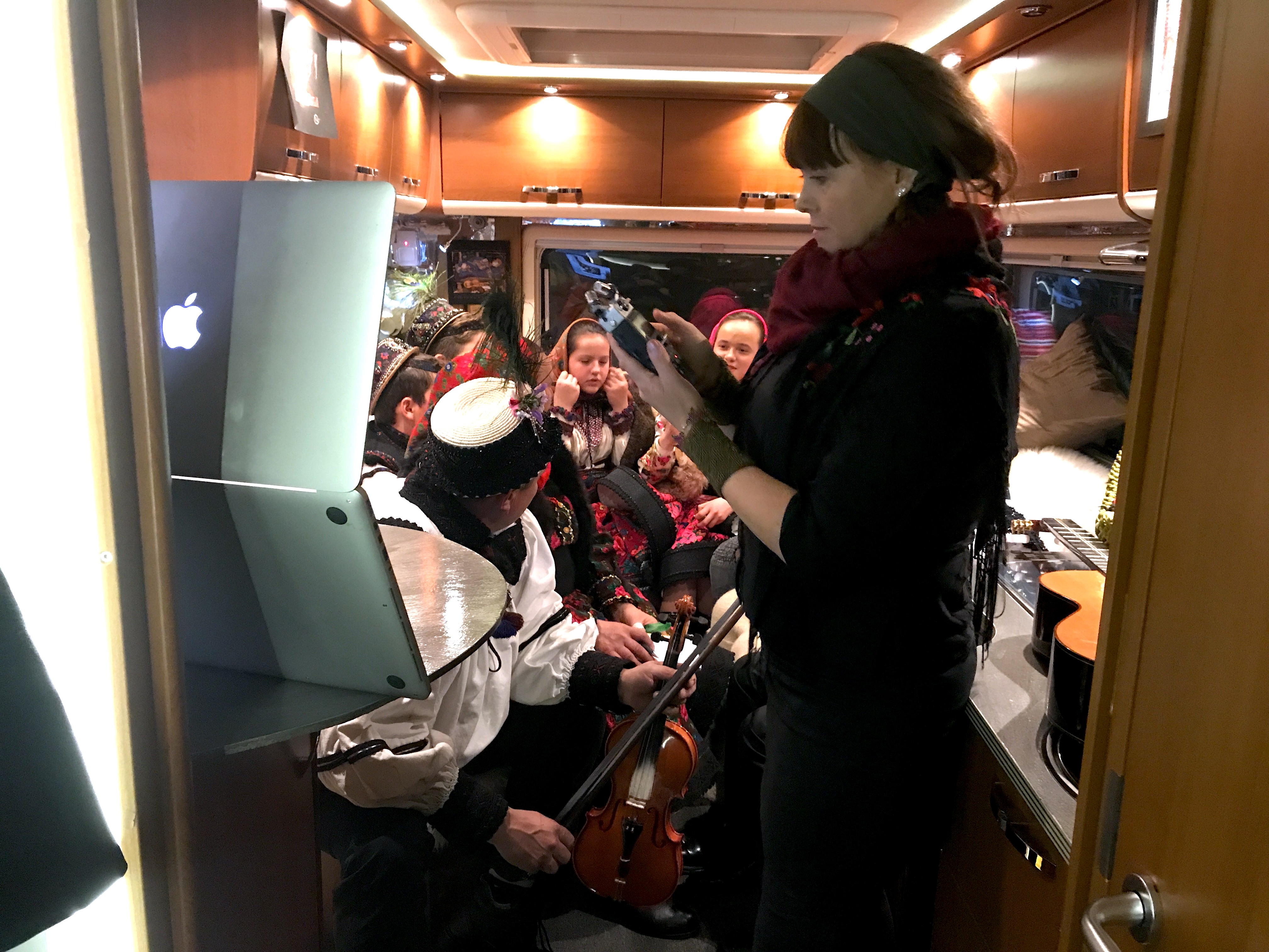 Malin Skinnar, in her mobile studio visiting Bixad in Satu Mare, Romania